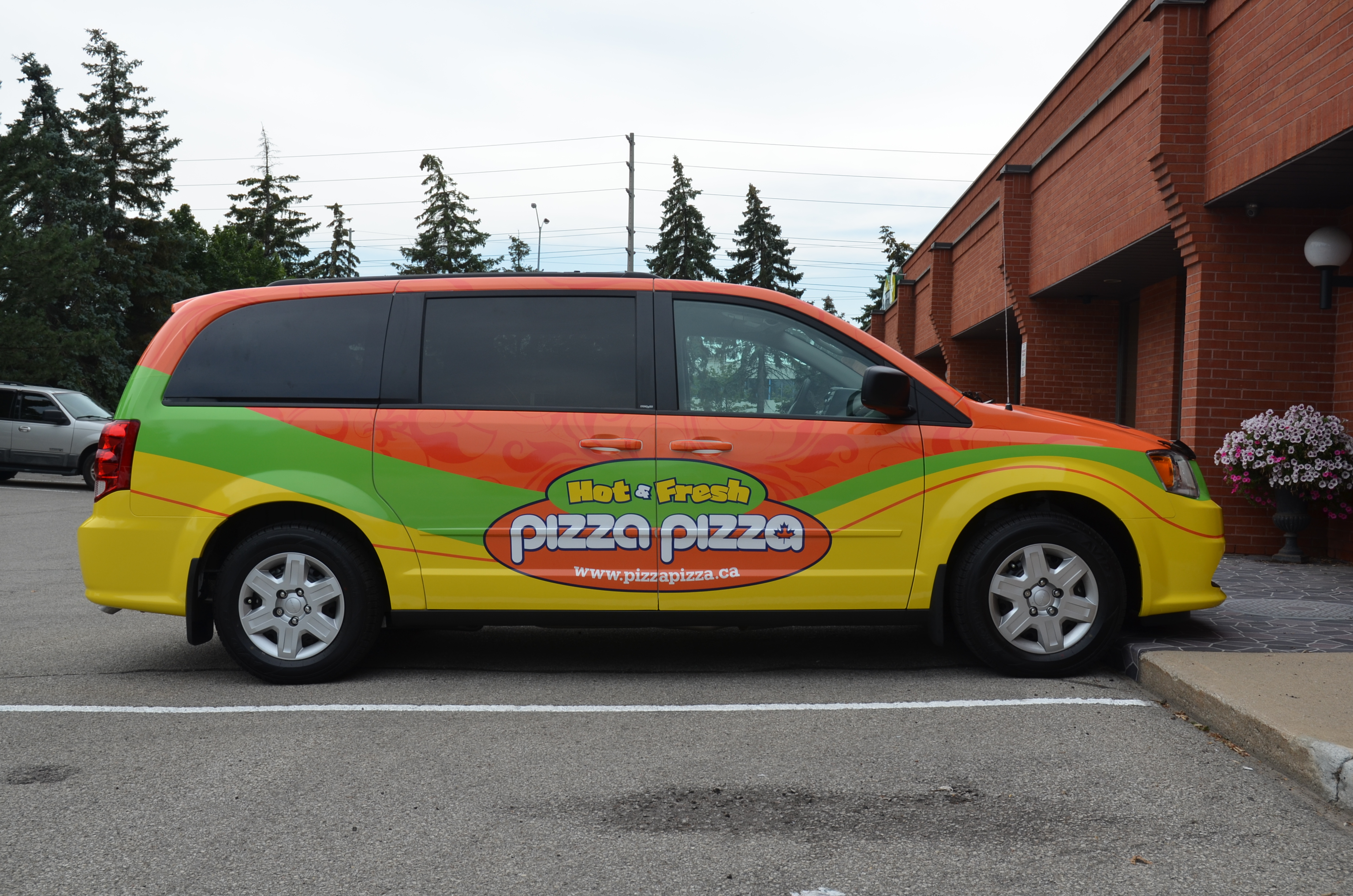IDY Vehicle Wraps_Pizza Pizza Fleet Van Wrap